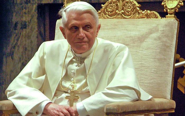 Папа Римский подарил Львову золотые четки