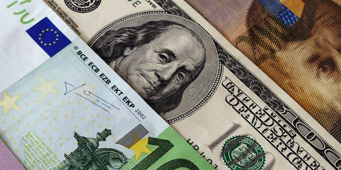 Эксперты не советует украинцам долго хранить деньги – ни в одной валюте