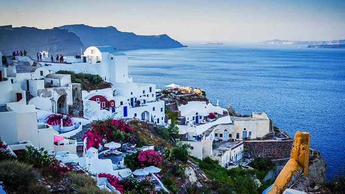 Українці масово купують елітне житло в Греції